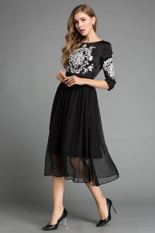 Juoda siuvinėta baltų raštų suknelė (VIN1016_1)