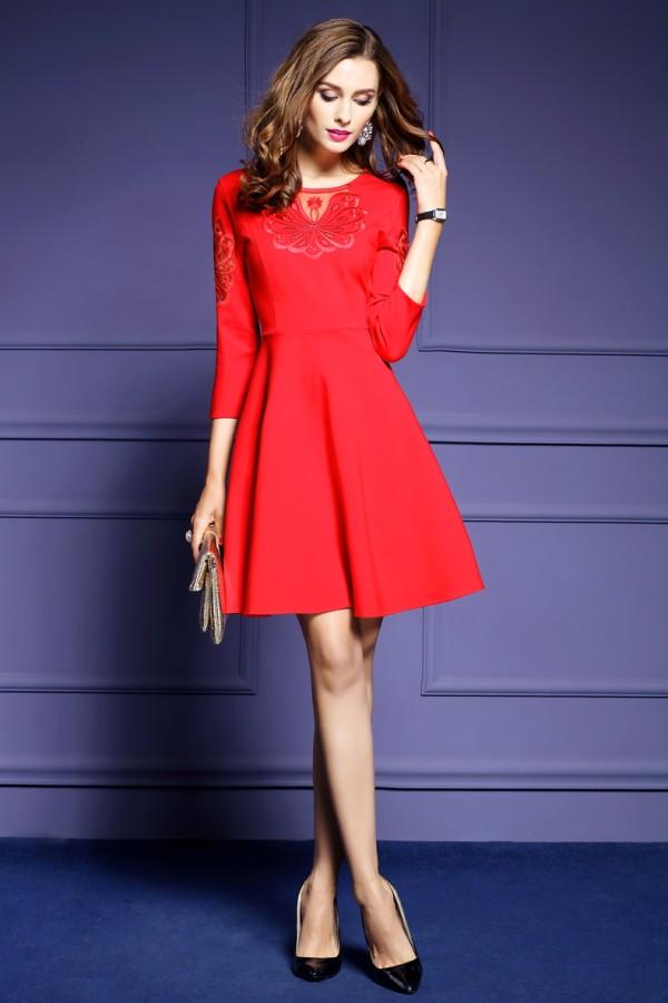 Raudona suknelė su nėriniuotu siuvinėtu įsiuvu XL  (VIN1259_1)