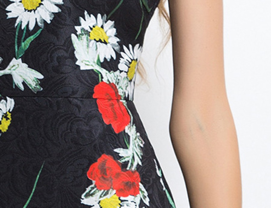 Juodos spalvos gėlėta suknelė S  (VIN1098_1)