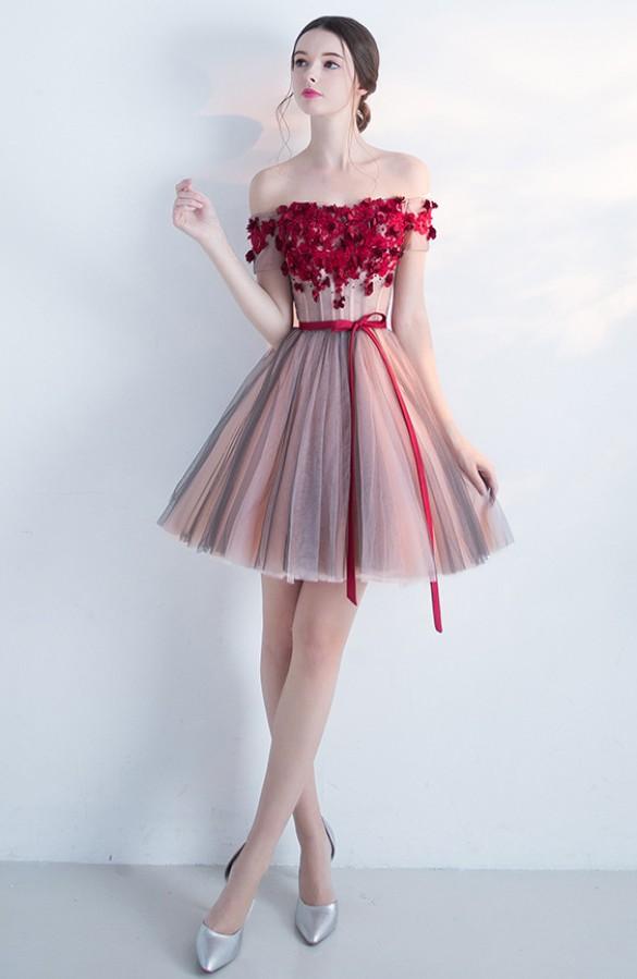 Rausva suknelė priekyje dekoruota raudonomis gėlėlmis ir raudonu diržu M  (VIN1395_1)